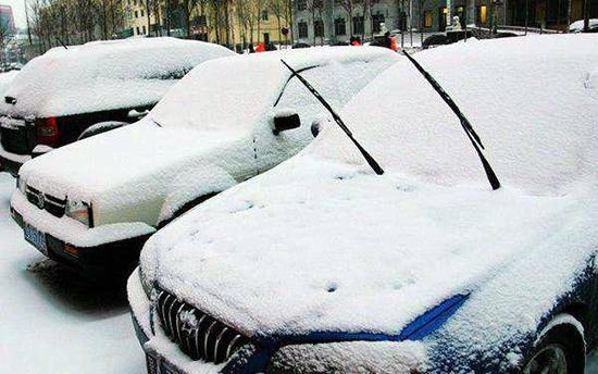 车窗结冰用水浇?冬季用车误区你都知道吗?