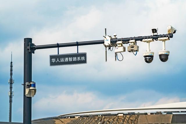 """""""零事故 零排放 零拥堵"""" 华人运通车路城一体化""""智城""""系统定义未来出行"""