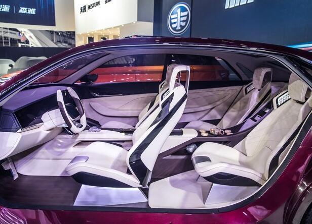插逼逼视屛_配置方面,新车配备了手机互联系统,超大尺寸中控悬浮屏,全景影像泊车