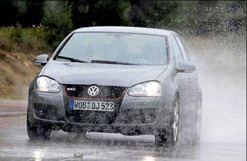 雨季到来了 汽车雨刷坏了车主该怎么办