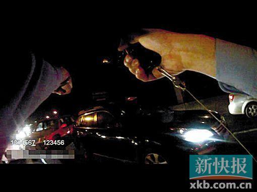 《每日猜车》第748期:司机冲卡警察鸣枪