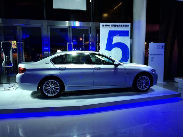 新BMW 5系插电式混合动力上市 售69.86万元