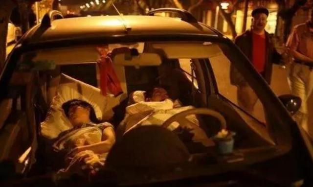 一男一女在车内睡觉不幸死亡 真相令人震惊