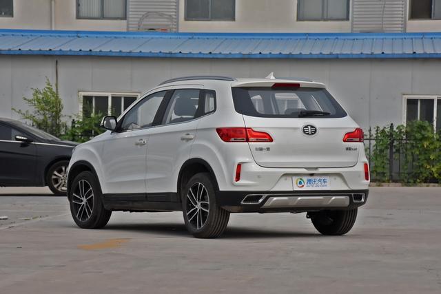 一汽奔腾X40新车型上市 售价7.98-10.18万