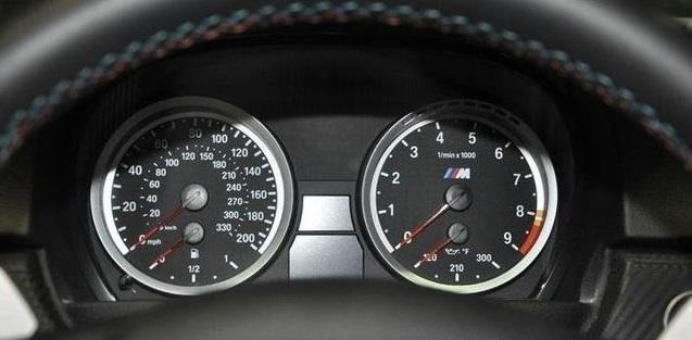 为什么车速都用指针表?用数字显示不是更好吗?