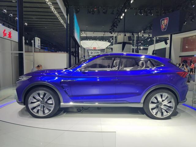 荣威多款新车亮相 光之翼观点车造型梦幻