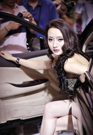 中国第车模吴雨婵 亲临南京五车博会