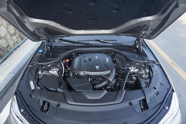 宝马730Li正式上市 售价为89.8万-102.8万