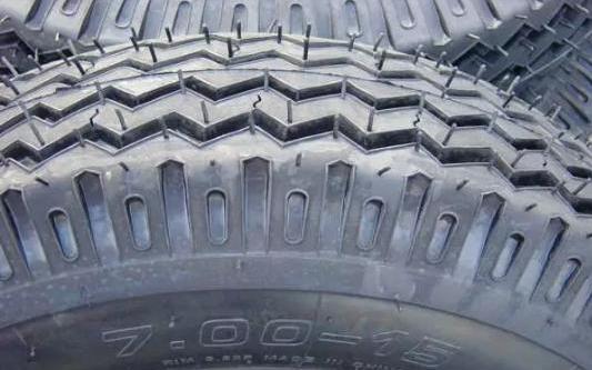 SUV/?#38395;?#20026;啥爱用这种轮胎 这种花纹是关键