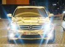 迪拜街头绝不罕见的镀金车