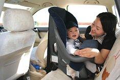 3周岁以内的婴儿应使用独立坐在安全座椅,并反向安装