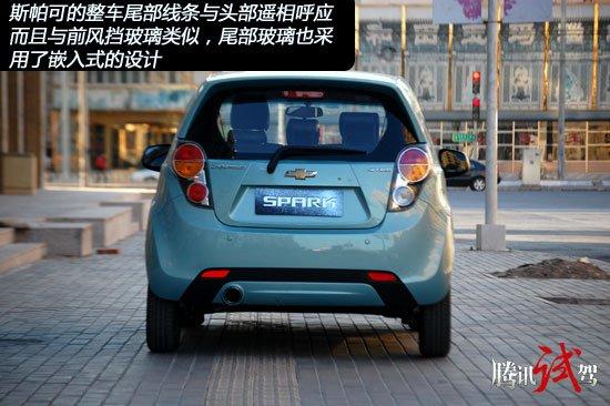 外形设计:整车线条更加硬朗和饱满,造型与老款车型差别巨大