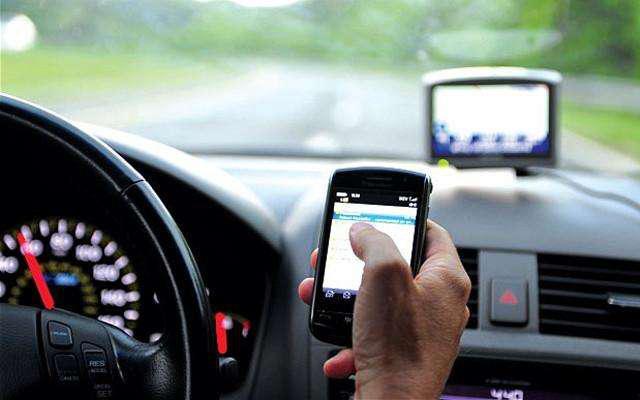 开车看手机导致的那些悲剧 低头族们该长点心了