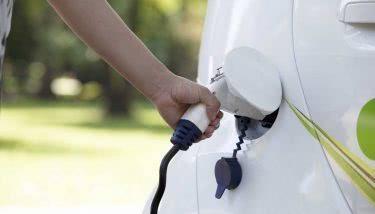 英国电动汽车的成本到2021年将与汽油和柴油车持平