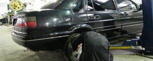 汽修厂师傅建议临行前进行车辆检测