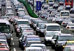 十点一线:新手/女司机越来越多 开车真会变可怕吗?