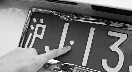 别小看车牌上的小圆点 各位司机一定要注意
