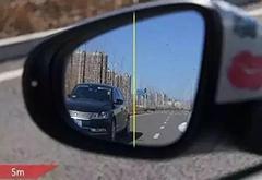 新手如何判断的车距 学会看后视镜就对了