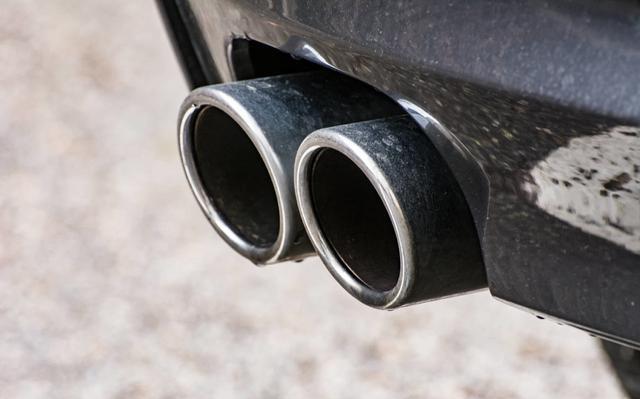 汽车排气管有这个现象 你的车很不错