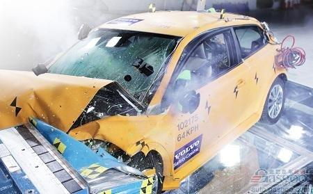 """沃尔沃北美车展不走寻常路 展出""""报废车"""""""