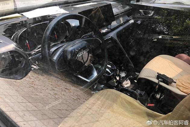 配悬浮式中控屏 宝骏全新SUV内饰谍照曝光