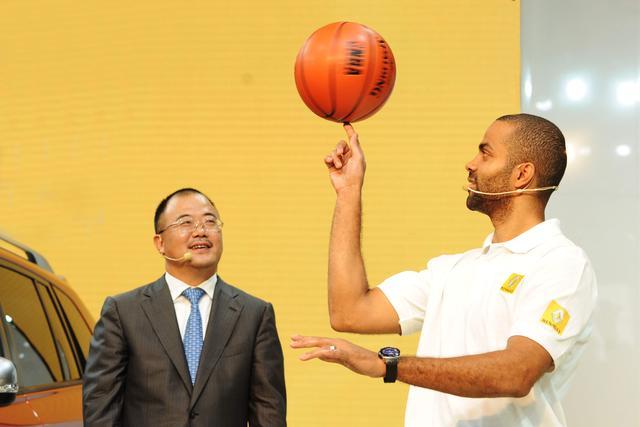 科雷傲携手篮球巨星托尼·帕克亮相成都车展