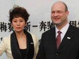 梅赛德斯-奔驰(中国)北区副总裁施瑞特与著名演员海清