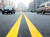 双黄线:严禁跨越、掉头、转弯等