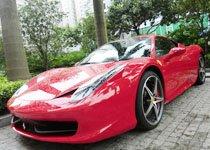 小雨过后邂逅火红法拉利458Italia