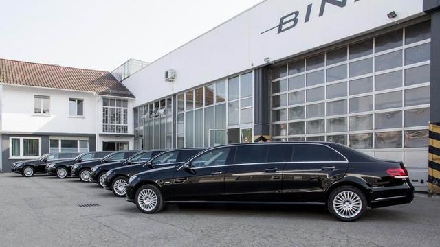 著名改装厂Binz推6门奔驰改款E级礼宾车高清图片