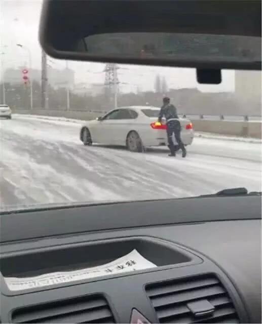 前轮驱动和后轮驱动差别有多大 雨雪天就知道了