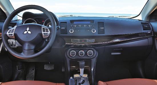 试驾风迪思 配置手动换挡拨片优化驾驶感