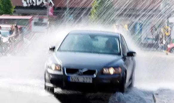 雨水对车漆腐蚀极大 教你雨天保养6大妙招