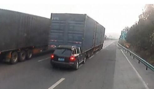 路遇大货车不要慌,牢记这几条保平安