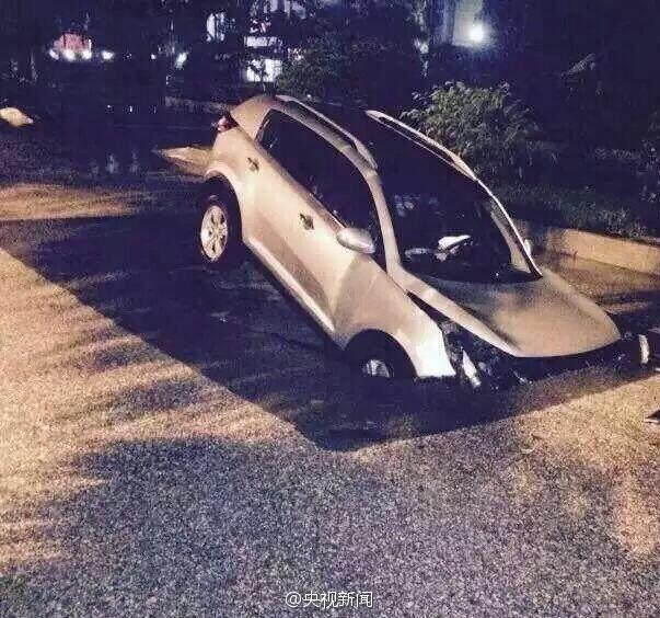 《每日猜车》第779期:广西SUV掉落陷坑