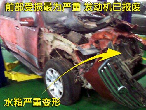 五一出游遇车祸 起亚霸锐翻车致车主受伤