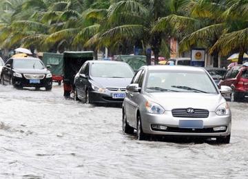 暴雨天开车6项注意 注意排气管别进水