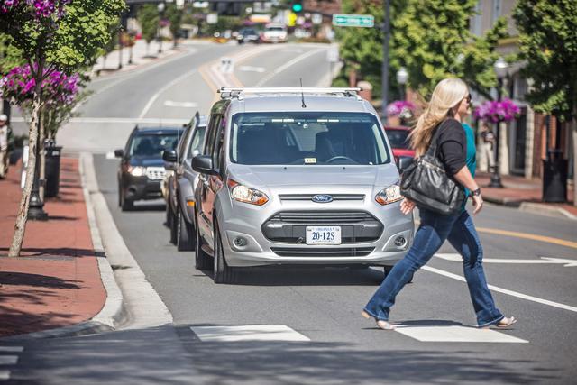 福特希望无人口驾驶汽车与闪光灯举行相同
