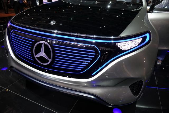 2016巴黎车展:奔驰Generation EQ发布
