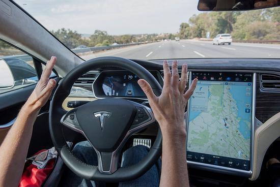 特斯拉自动辅助驾驶技术受质疑 国内车主鸣不平