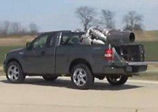 实拍飞机发动机装到汽车上