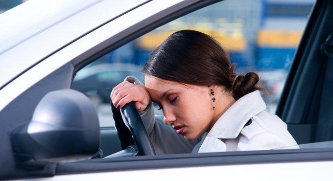 开车-打瞌睡的表情图