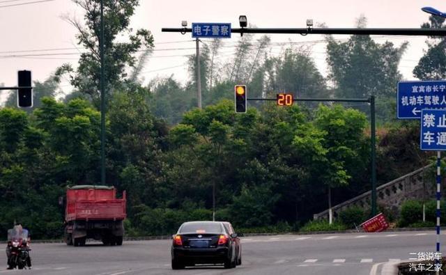 汽车仪表盘上车速和测速雷达显示一样