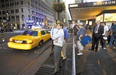 2007年9月,乘客在麦迪逊广场花园前排队打车