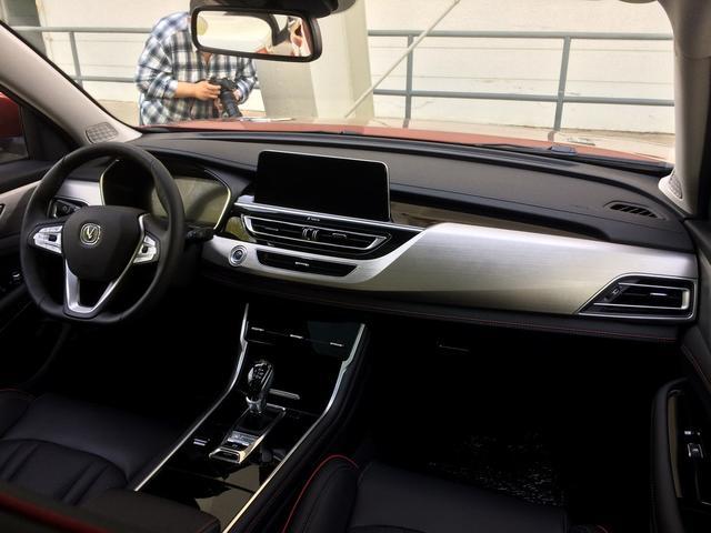 全新长安CS75正式发布 造型全面革新迎击H6