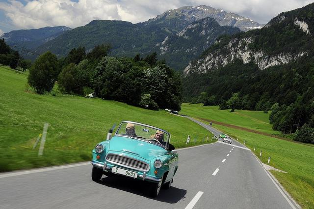 经典车汇聚 斯柯达老爷车驰骋阿尔卑斯山