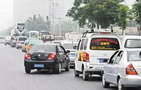 一招防止开车被加塞 不用犹豫让不让的问题
