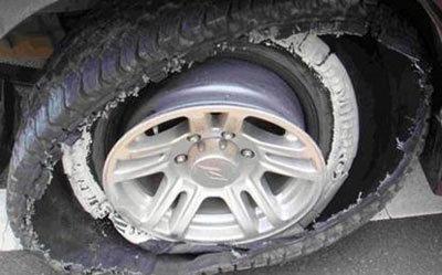 行驶时爆胎 学会这些措施离安全更近一步