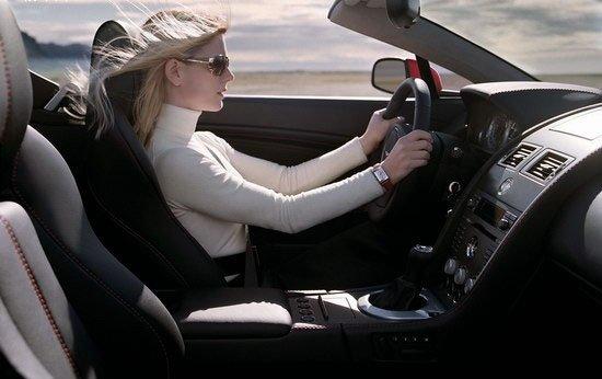 这样开车太悬 女性危险驾驶习惯大盘点