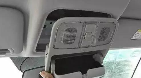 行车记录仪装错引发安全隐患 你装对了吗?